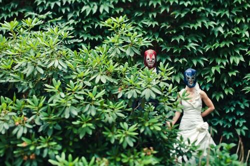 Hochzeitsfoto mit Wrestlermasken