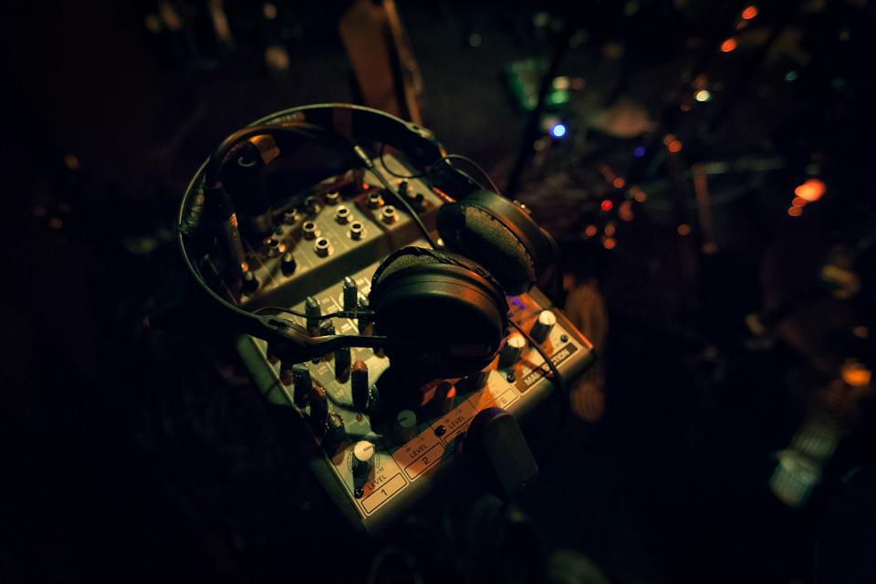 Der Kopfhörer des Schlagzeugers von Sóley