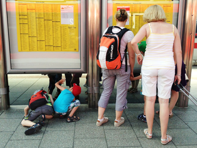 Wer liest den Fahrplan? © Martin Gommel
