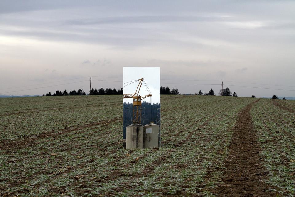 Spiegel in einer Landschaft