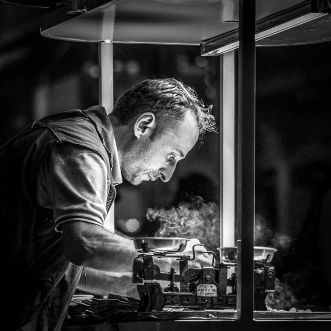 Maroni-Verkäufer bei der Arbeit © Thomas Braun