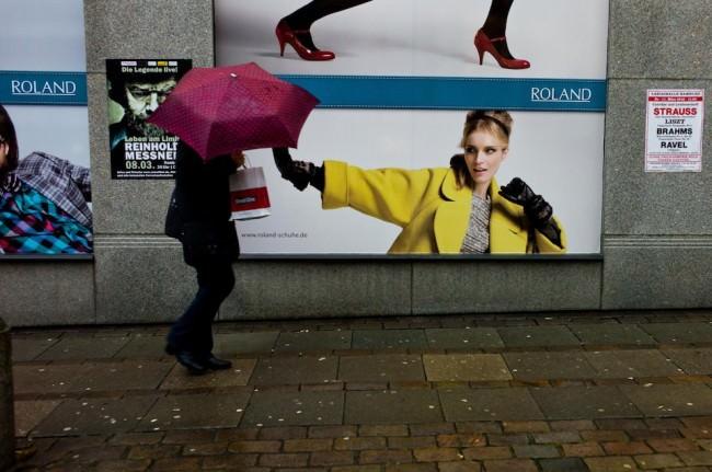 Frau unterm Schirm  © Georg Pagenstedt