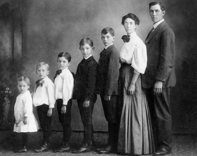 Familienportrait. Unbekannter Fotograf.