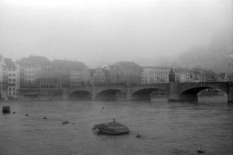 Basel, analog, schwarzweiß, Brücke, düster, Korn,