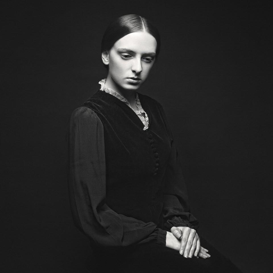 The Black Series, Woman, Vintage