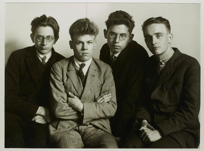 IV.18.4 Werksstudenten 1926 © Photographische Sammlung/SK Stiftung Kultur, Köln, bereitgestellt von der FEROZ Galerie Bonn