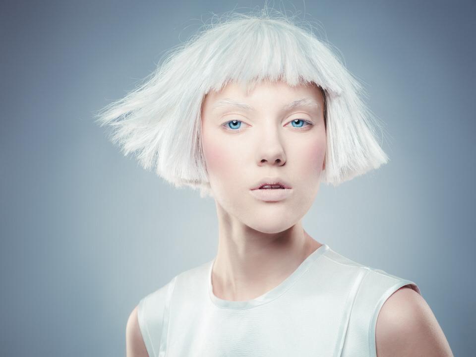 Portrait eine Frau mit weißen Haaren. Studio,