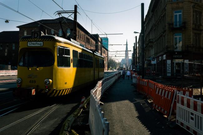 Blick auf einen Sonderzug der Bahn.