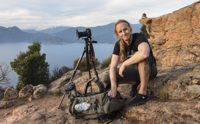 Foto von Michael Breitung und seinem Equipment auf Korsika