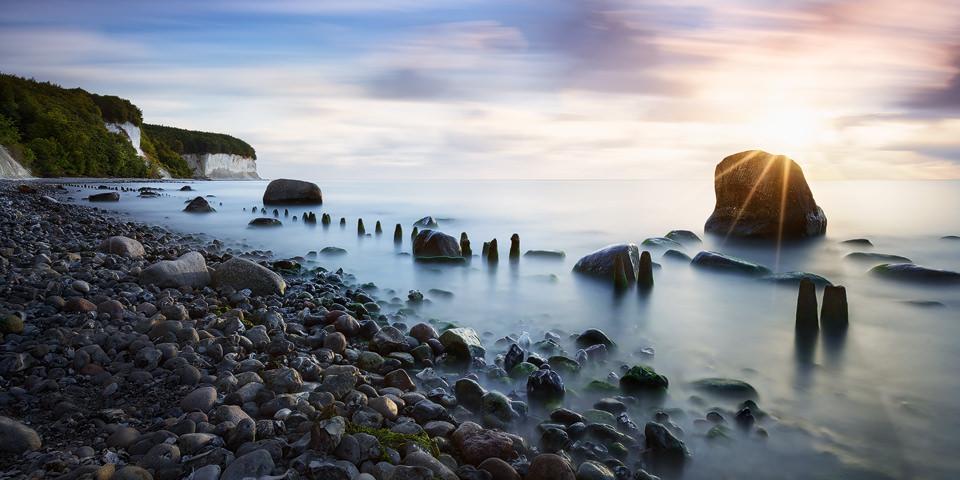 Foto der Kreideküste auf Rügen nach Sonnenaufgang