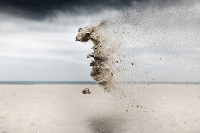 Schwebende Sandskulptur