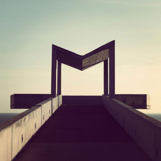 M-förmige Pavillonkostruktion aus Beton