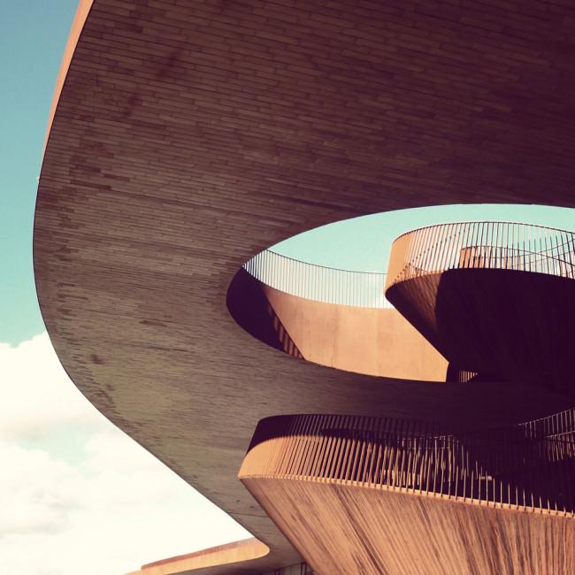 Detail einer auskragenden Dachkonstruktion