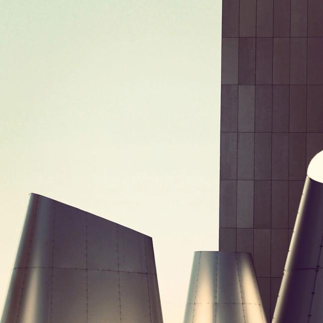 edelstahlverkleidete Gebäudeteile