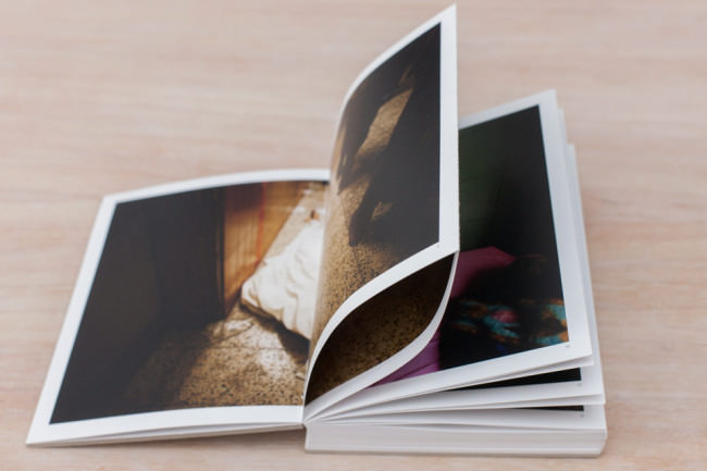 Die zusammenlaufenden Seiten des Buches War Porn.