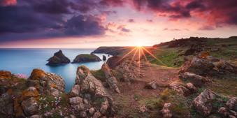 Die Klippen der Kynance Cove zu Sonnenuntergang.