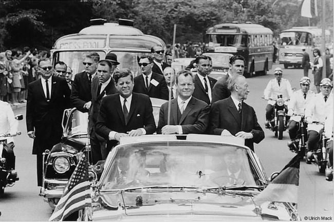 Kennedy auf seiner Triumphfahrt durch Berlin, 1963.
