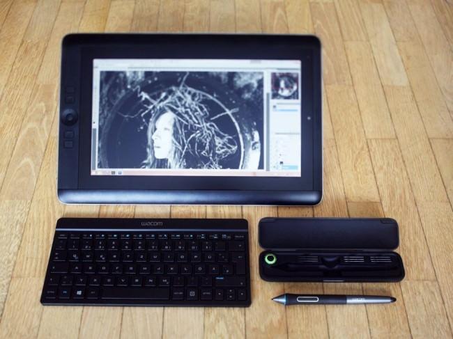Wacom Cintiq Companion mit Tastatur, Stift und Etui