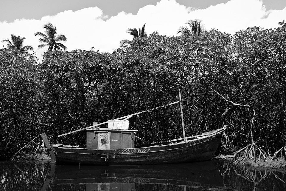 Ein Boot auf dem Wasser.