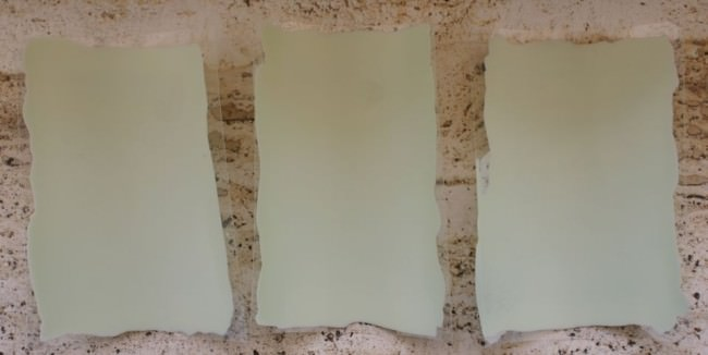 Drei beschichtete Polyeserfolien nebeneinander liegend.