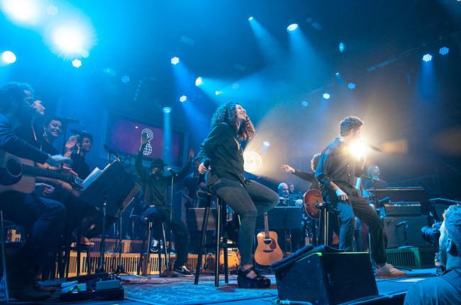 Die Bühne mit Musikern