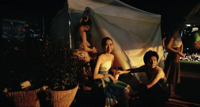 Einige Frauen auf einem Fest.