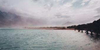 Wasser, Land und Himmel darüber