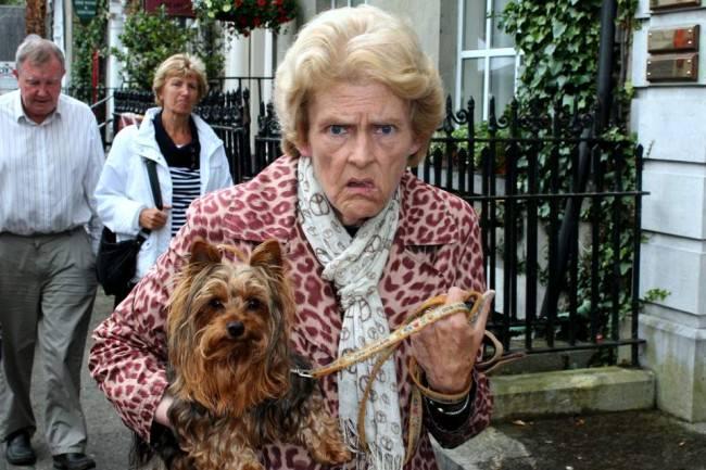 Eine Dame mit Hund.