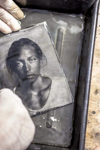 Ein Portrait-Foto in einer Schale.