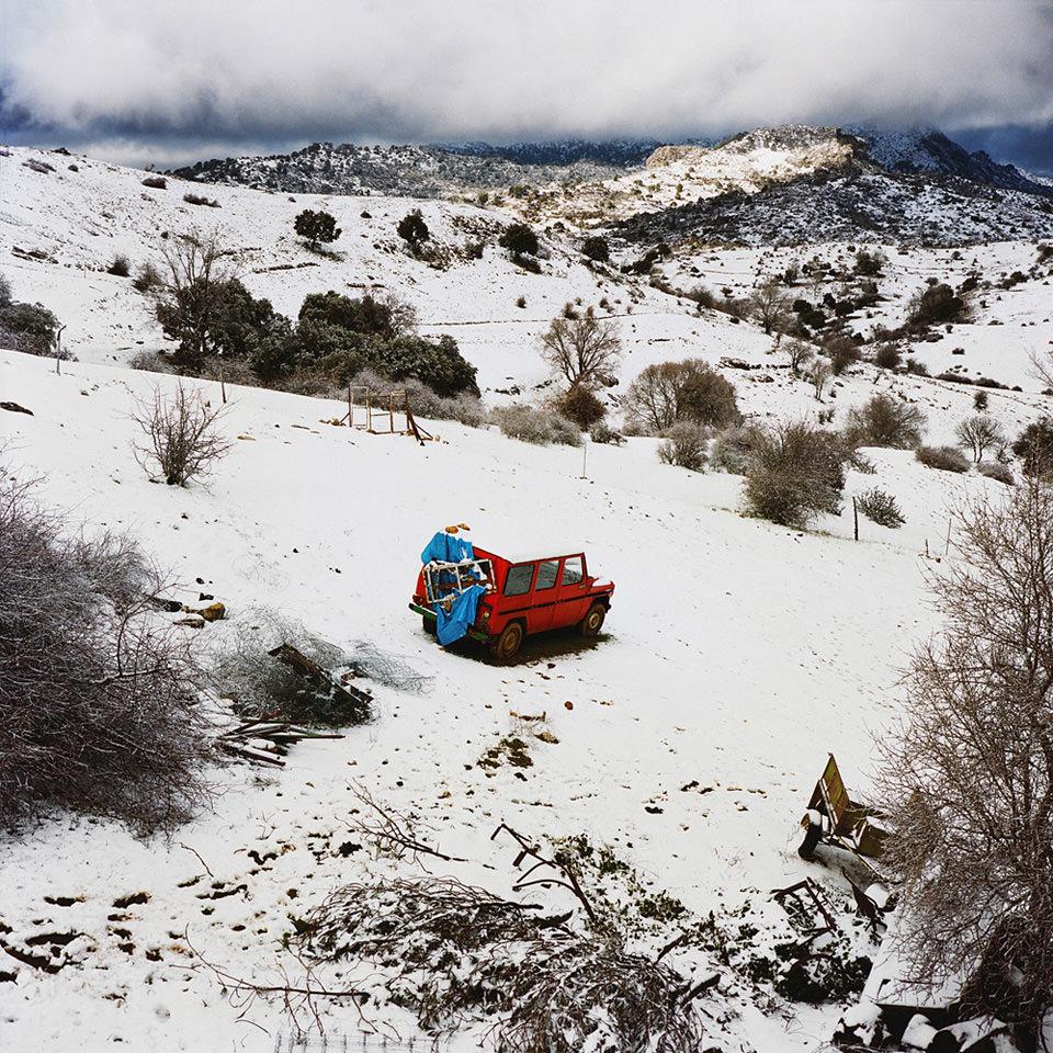 Wohnwagen in Schneelandschaft