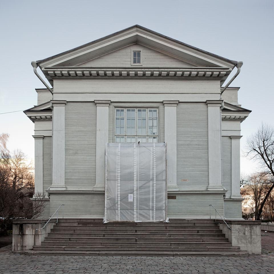 Teilweise verhülltes Haus in Helsinki