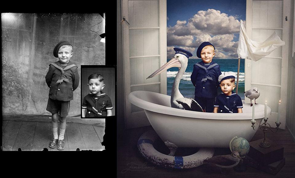 Zwei Jungen in Seemannskleidung in einer Wanne.
