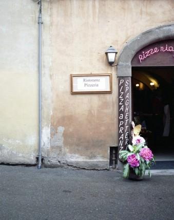 Eingang zu einer Pizzeria.
