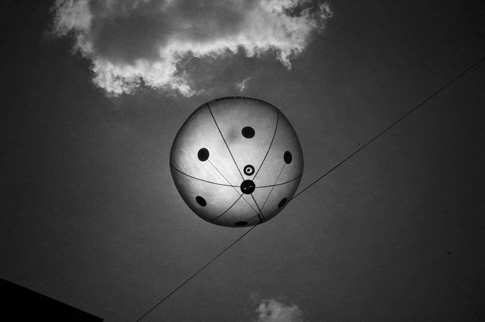 Ein Ballon an einer Leine.