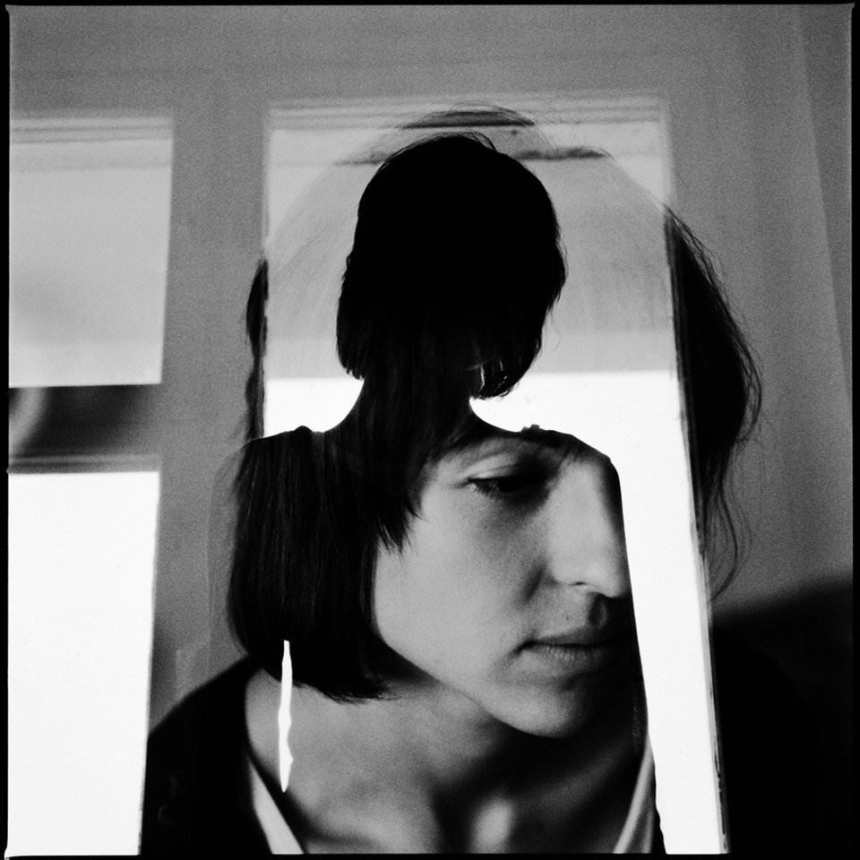 Doppelbelichtung eines Frauenportraits und einer Silhouette