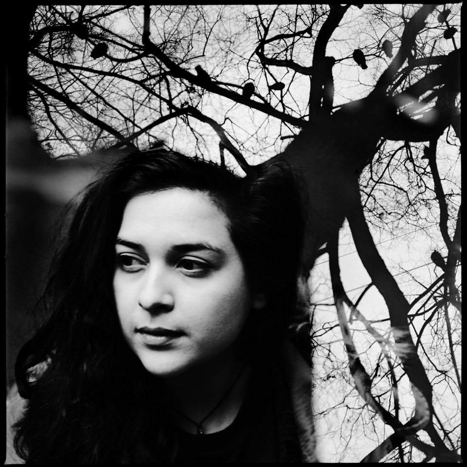 Doppelbelichtung einer Frau und einem Baum