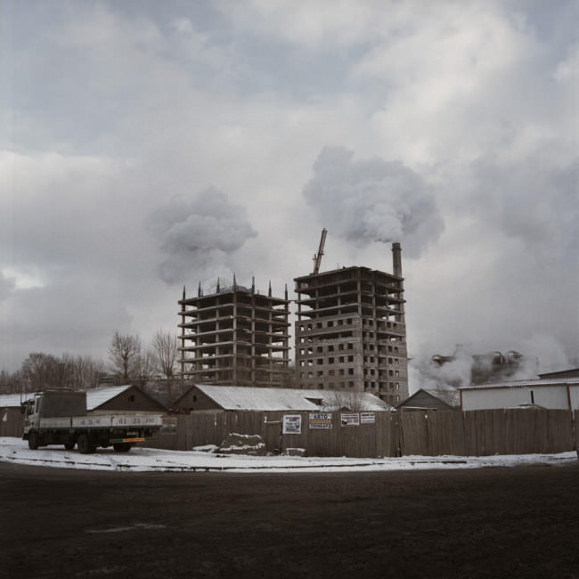 Zwei im Bau befindliche Hochhäuser in der Nähe eines der Kraftwerke in Ulan Bator.