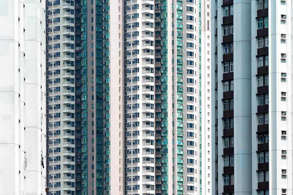 Eine abstrakte Ansicht eines Hochhauswohnblocks