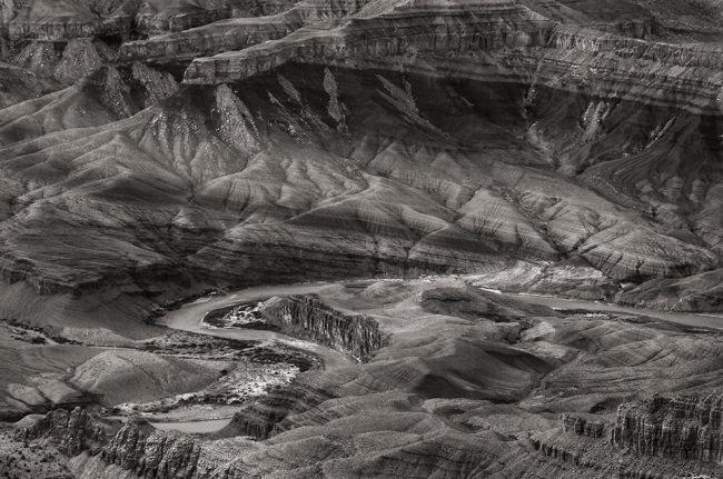 Strukturen in einem Canyon.