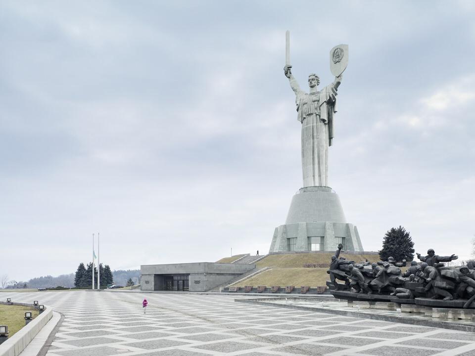 Mutter-Heimat-Statue
