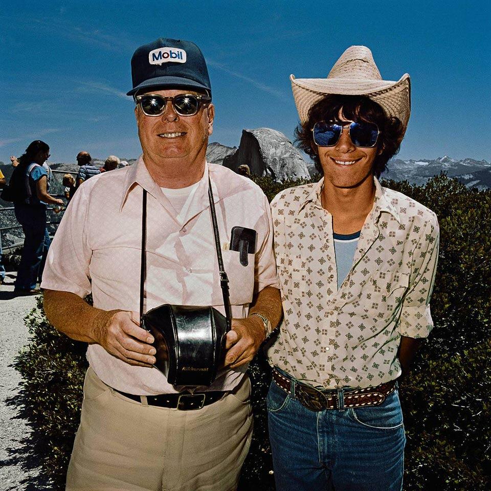 Vater und Sohn am Glacier Point des Yosemite Nationalparks.