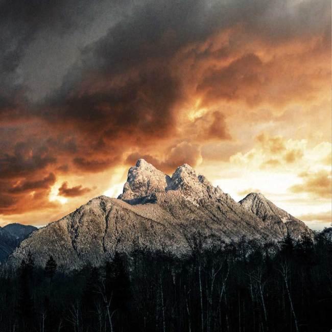 Ein verscheiter Berggipfel