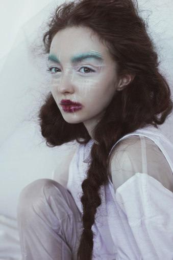 Das Portrait einer Frau und viele Farben.