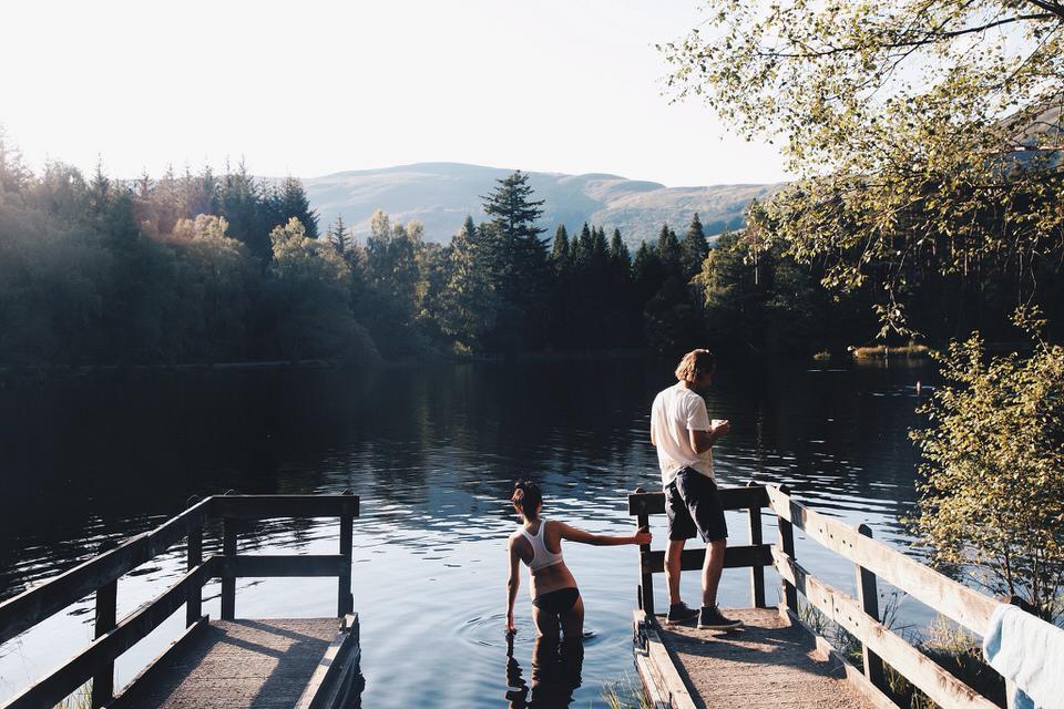 Baden am See mit Wald dahinter.