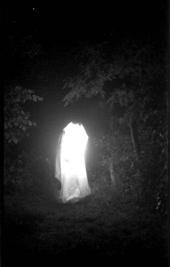 Ein leuchtender Geist im Dunkeln.