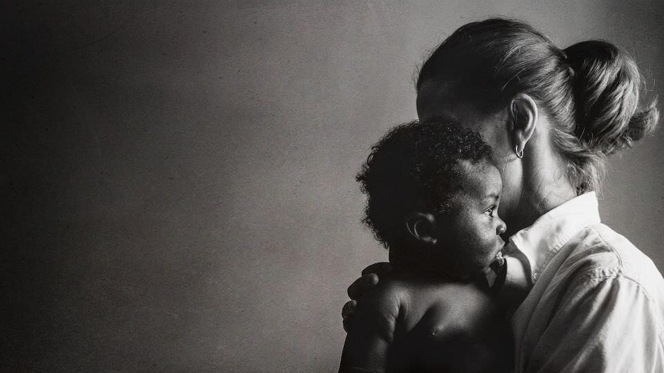 Profilaufnahme Mutter und Sohn.