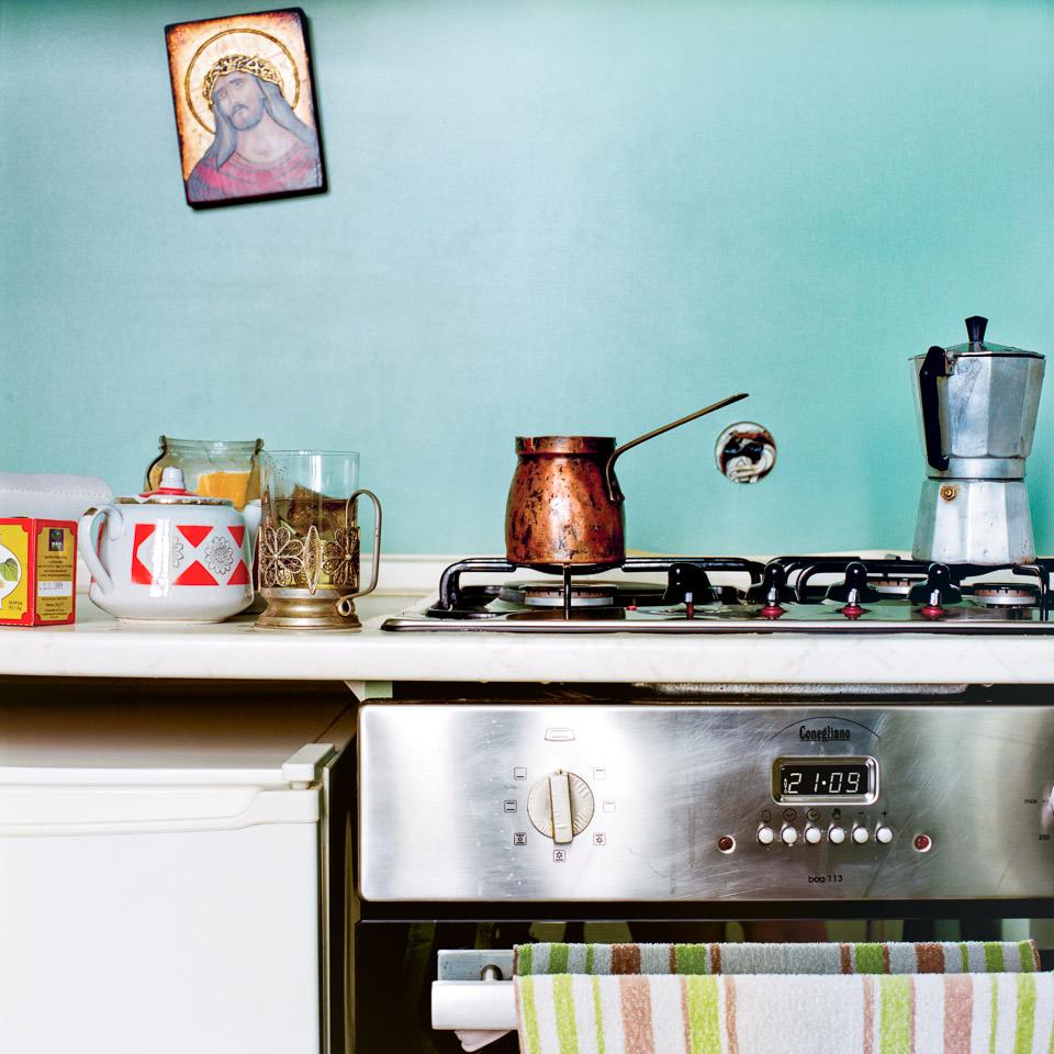eugenia maximova kitchen stories from the balkans kwerfeldein magazin f r fotografie. Black Bedroom Furniture Sets. Home Design Ideas