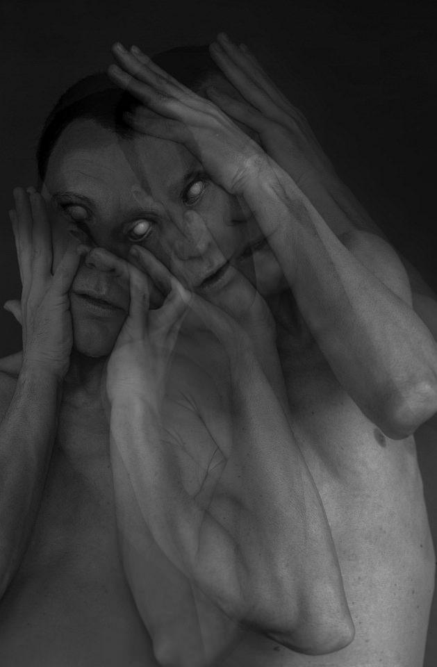 Portrait: Dunkle Mehrfachbelichtung.