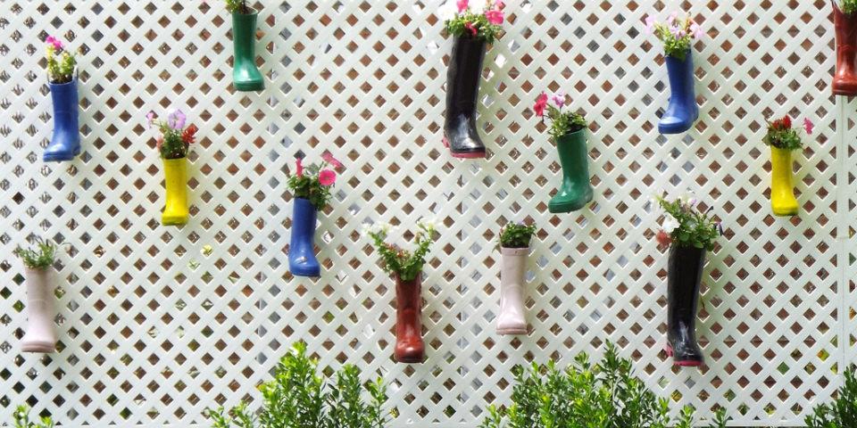 Gummistiefel als Blumentöpfe