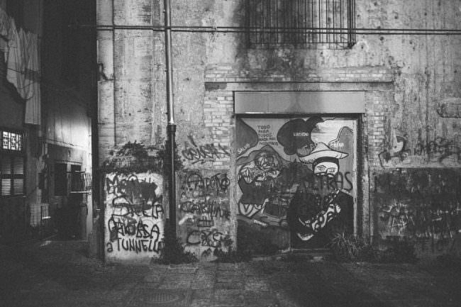 Hausfassade mit Grafftis